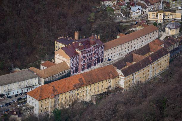 Băile Herculanen historiallisista rakennuksista ei ole pidetty kovin hyvää huolta.