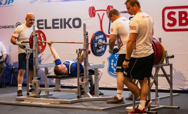 Tästä se lähtee! Artturi Verho penkkipunnersi alle 23-vuotiaiden MM-pronssia.