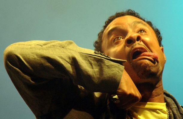 Shaggyn esiintymiset ovat usein varsin energisiä.