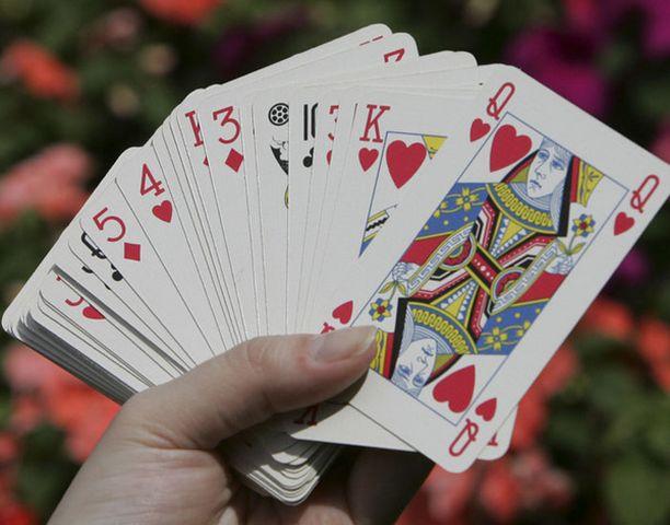 Niinpä Ismail Sheikh tarjosi korttipelissä 18-vuotiasta tytärtään panokseksi ja hävisi.