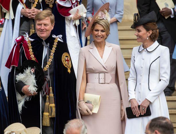 Alankomaiden kuningas Willem-Alexander ja puolisonsa herttuatar Catherinen seurassa.