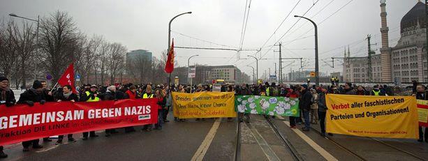 Mielenosoittajat kohtasivat Dresdenissä.