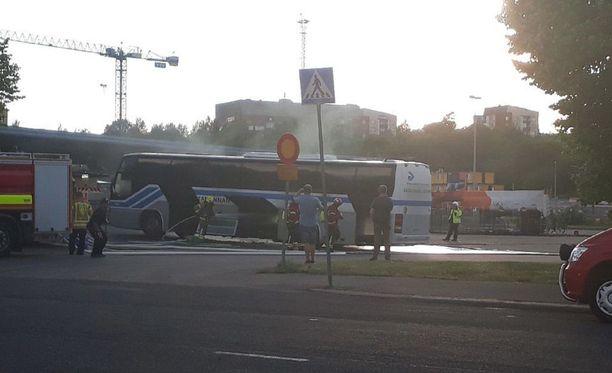 Linja-auto syttyi palamaan yllättäen Turussa.