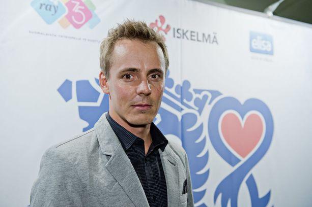 Jasper Pääkkönen tuli tunnetuksi teini-ikäisenä Salatut elämät -saippuasarjan myötä. Mies ei ole uusinut rooliaan sarjassa.