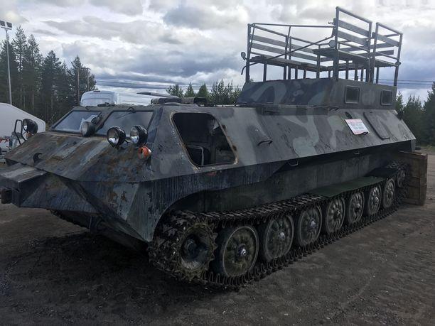 – Pitäähän miehellä oma panssarivaunu olla, J-P Mikkola tuumaa.
