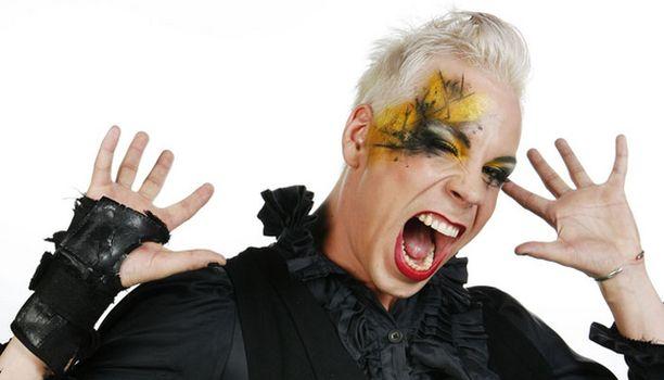 Drag queeninä tunnetuksi tullut Cristal Snow tuo väriä euroviisukarsintoihin.