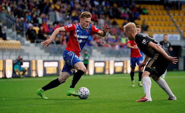 PS Kemin Rasmus Karjalainen (vas.) osui kahdesti Interiä vastaan.