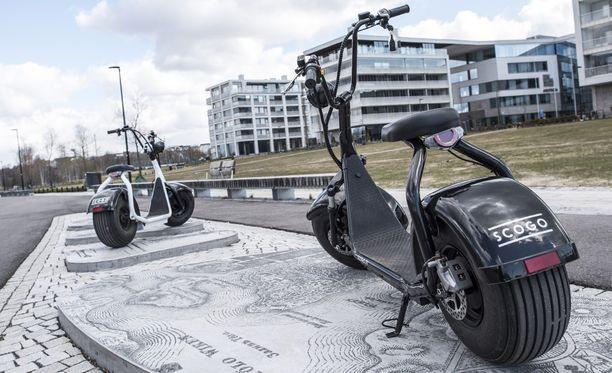 Scogo rinnastetaan laissa polkupyörään, joten sen ajamiseen ei vaadita ajokorttia tai vakuutusta.