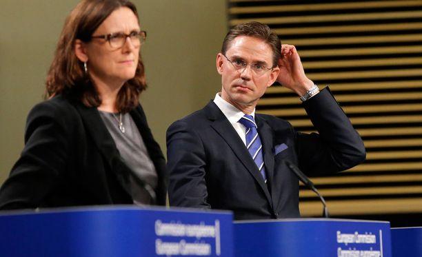 EU-komissaarit Cecilia Malmström ja Jyrki Katainen pitivät keskiviikkona tiedotustilaisuuden Donald Trumpin vaalivoiton jälkimainingeissa.
