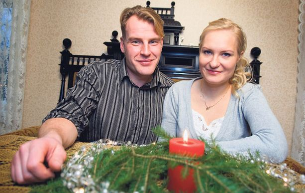 SUKUJUHLA Jouluna Toman talo tulee täyteen eloa, kun sukulaiset saapuvat syömään ja juhlimaan.