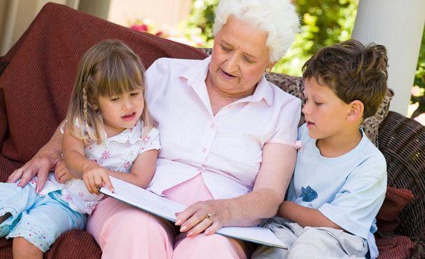 Lastenhoitoapu on lapsiperheiden toivelistan kärjessä.