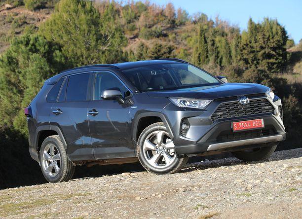 Uusi Toyota RAV4 heijastelee itsevarmuutta ja uudenlaista muotoilun rohkeutta.