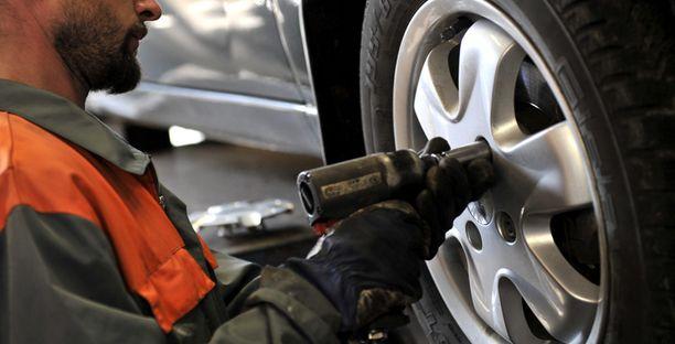 Etelän rengasliikkeissä ei ole vielä ruuhkaa renkaanvaihtoon.