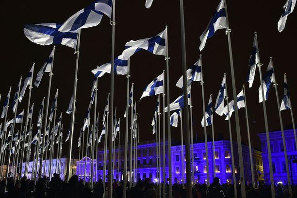 Kirjoittajan mukaan tutkimusten yhteenvetona voi todeta, että suomalaisista korkeintaan noin 15–20 prosenttia voidaan luokitella perusasenteiltaan avoimen rasistisiksi.