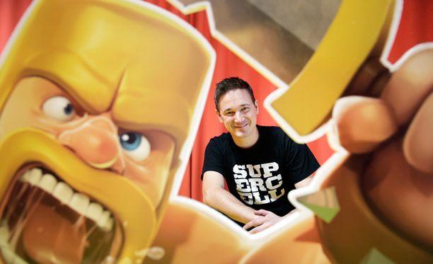 Suomalaisen peliyhtiö Supercell Clash of Clans peli kuuluu ilmaisiin peliin, joissa nopeampaan eteneminen ja kehittyminen vaatii maksullisten palveluiden käyttöä. Kuvassa Supercellin toimitusjohtaja Ilkka Paananen.