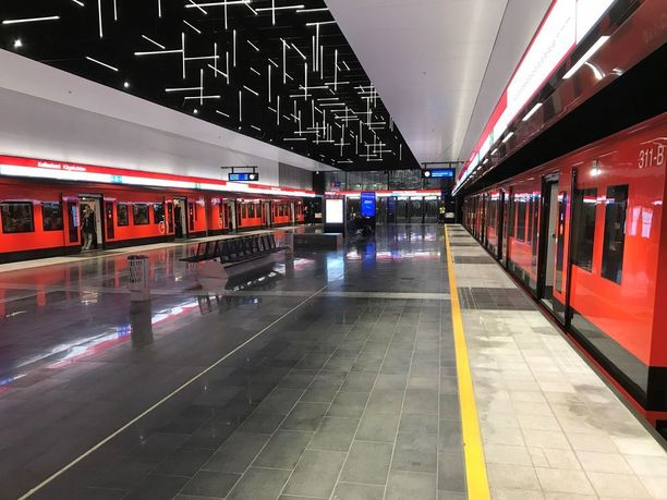 Länsimetron asemat ovat tyylikkäitä, mutta metron työntekijöille puuttuvat vessat. Kuva Keilaniemen asemalta.