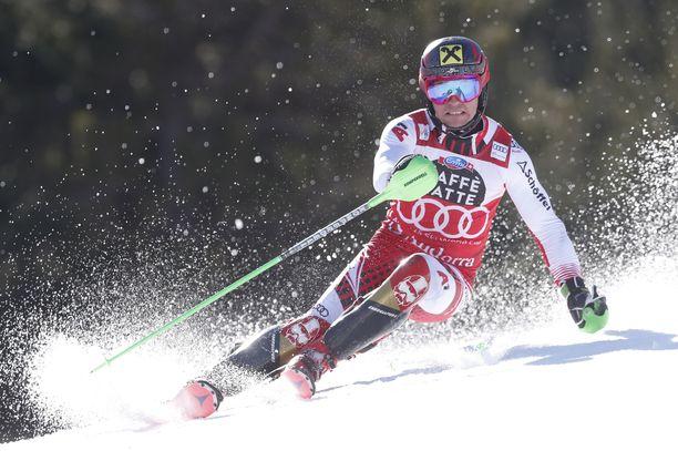 Hirscher rinteessä uransa loppupuolella Andorrassa 2019.