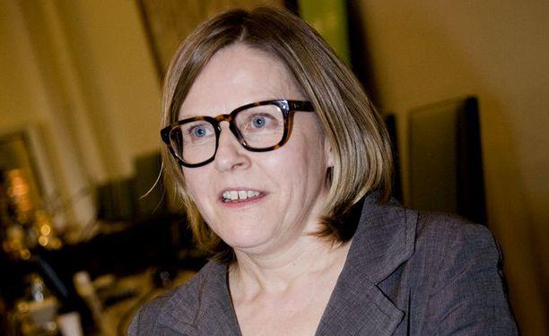 Heidi Hautalan mukaan Finnairin johtajien on jätettävä tehtävänsä, jos heille tulee rikossyyte.