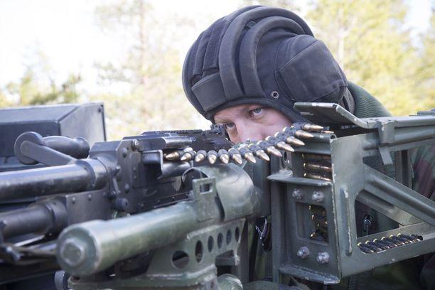 Panssarivaunukanuunan lisäksi Leopardista löytyy myös kevyempää aseistusta.