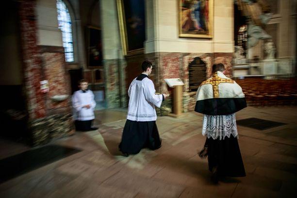 Katolinen messu Ranskassa 11. huhtikuuta.