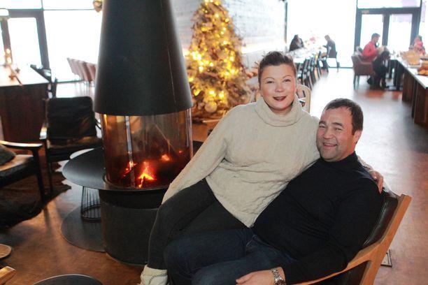 Ilkka Länkisen ja Katja Ikäheimo-Länkisen jouluparatiisiin tullaan ympäri maailmaa.