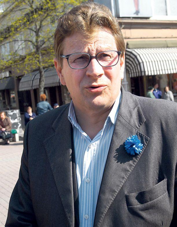 TV-KASVO Seppo Huhta aloittaa Espoon uudessa valtuustossa.