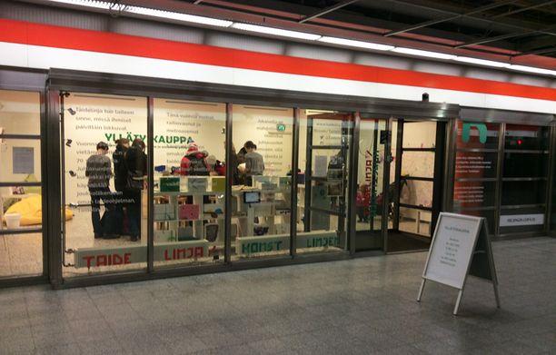 Yllätyskauppa sijaitsee Hakaniemen metrotunnellissa.