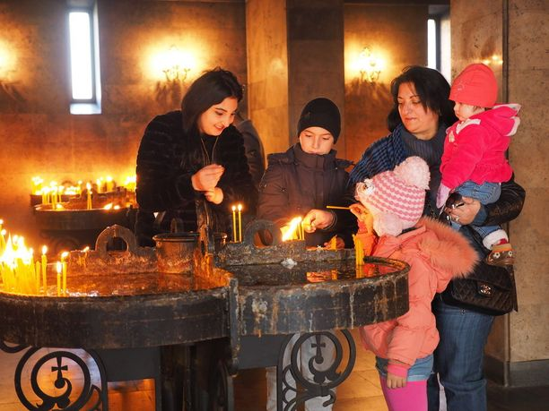 Rukoushetki Jerevanin katedraalissa.