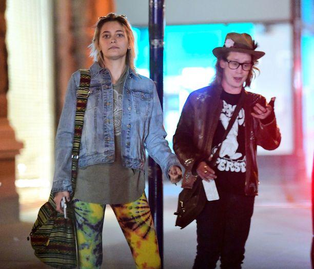 Paris Jackson ja Macaulay Culkin olivat pukeutuneet rennosti.