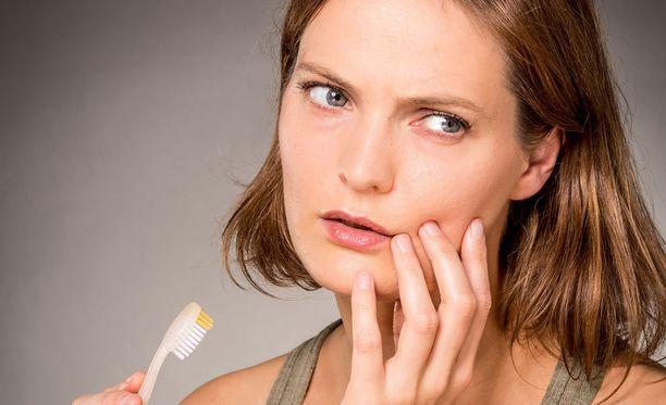 Aloe Vera -hammastahnaa käyttäneeltä naiselta löytyi hampaista kymmenen reikää.