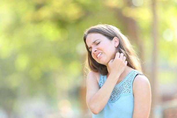 Hyttysenpiston kohta voi kutista ja vaivata pari viikkoakin.