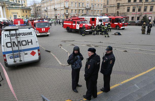Itä-Venäjällä on ollut parin viime päivän aikana useita pommiuhkia. Kuva huhtikuulta Pietarista, jolloin metroasema suljettiin nimettömänä tehdyn pommiuhan vuoksi.