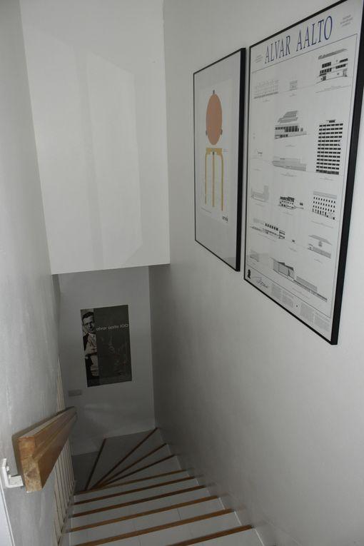 Portaat yläkertaan. Asunto sijaitsee kolmessa kerroksessa.