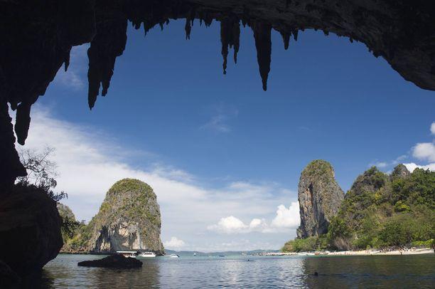 Pra Nang Beachilla vierailuun kannattaa yhdistää samannimisiin luoliin tutustuminen.
