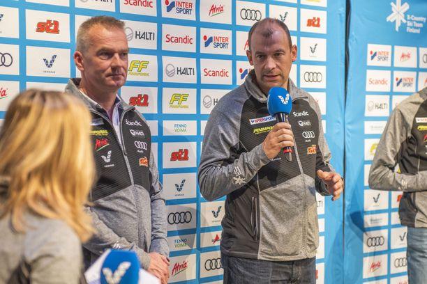 Matti Haavisto (vas.) ja Mikko Virtanen vetävät hiihtomaajoukkuetta.