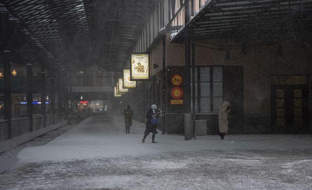 Laitevika on pysäyttänyt junaliikenteen Keravan ja Korson välillä, kertoo VR.