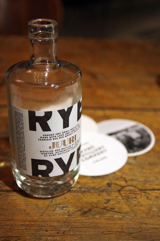 Kyrö Distillery valmistaa ginien ja ruismallasviskin lisäksi long drinkiä ja absinttia.