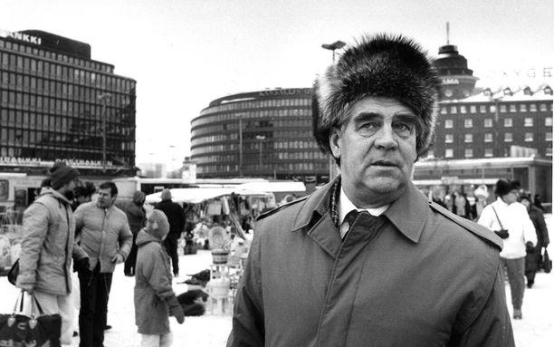 Arvo Aalto toimi vielä lähes koko 80-luvun aktiivisesti politiikassa. Kuva Hakaniemen torilta vuonna 1986.
