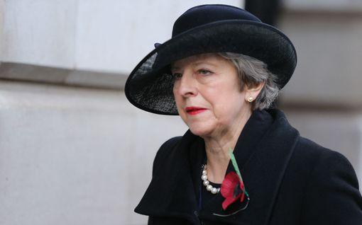 Ex-pääministeri Theresa May syyttää Boris Johnsonia Britannian johtajuuden murentamisesta – arvostelee myös Trumpia