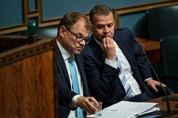 Sote-paketin kaatuminen johti Juha Sipilän (kesk) hallituksen eroon. Kuvassa oikealla valtiovarainministeri Petteri Orpo (kok).