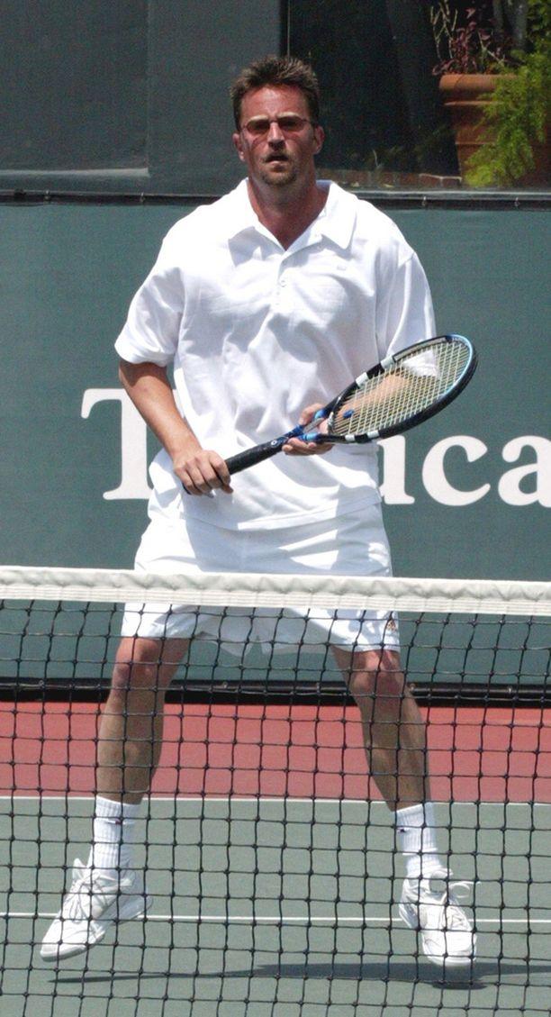 Vuonna 2002 Perry osallistui julkkisten tennisturnaukseen.