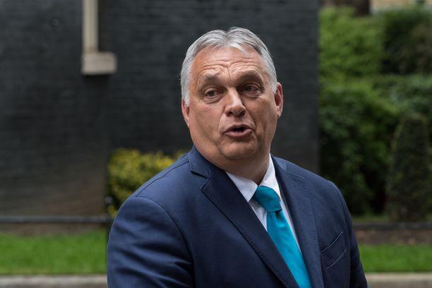 Unkarin pääministeri Viktor Orbanin näkemyksen mukaan uusi laki suojelee lapsia.