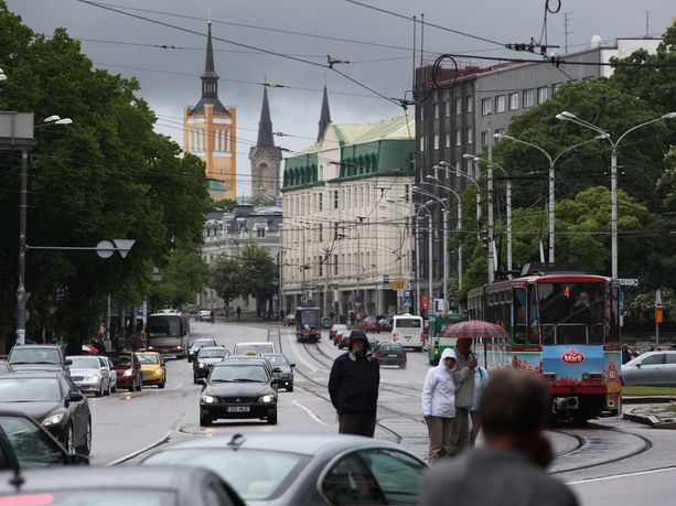 Suomalaisen mukaan Tallinnassa tuskin kannattaa pelätä sen enempää kuin aikaisemminkaan, mutta ilmapiiri on jännittyneempi esimerkiksi yöelämässä. Kuvituskuva Tallinnasta.