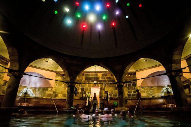 Rudas-kylpylä on viikonloppuisin auki myös öisin, kello 22-04.