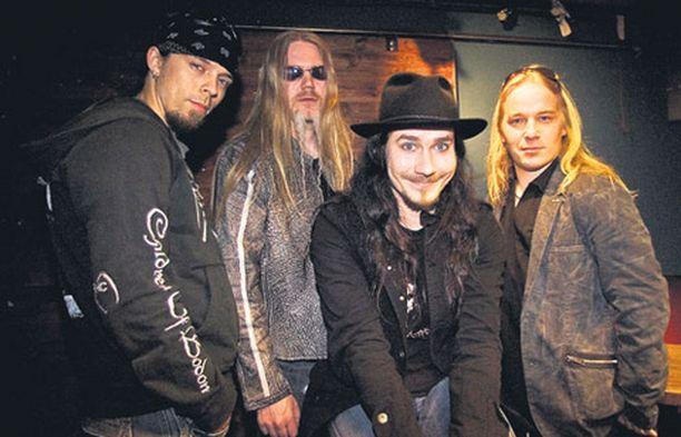 Kuvasta puuttuva Nightwishin uusi laulaja tunnustautuu saunomisen ystäväksi, joka ei juo paljoa alkoholia.