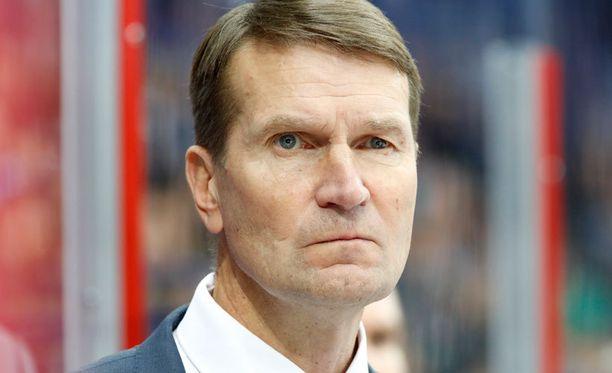 Erkka Westerlund ei ollut tyytyväinen joukkueensa asenteeseen ensimmäisessä erässä.