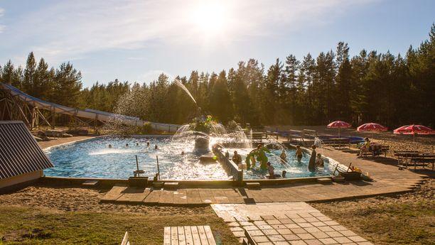 Hostellin alueella on oma vesipuisto, Tapioland.
