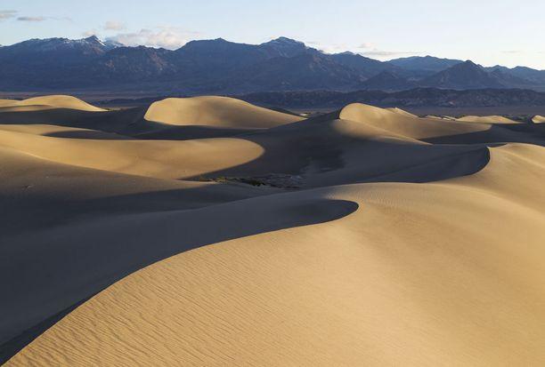 Kuolemanlaakso nähdään useammassakin Tähtien sodassa Tatooine-planeettana.