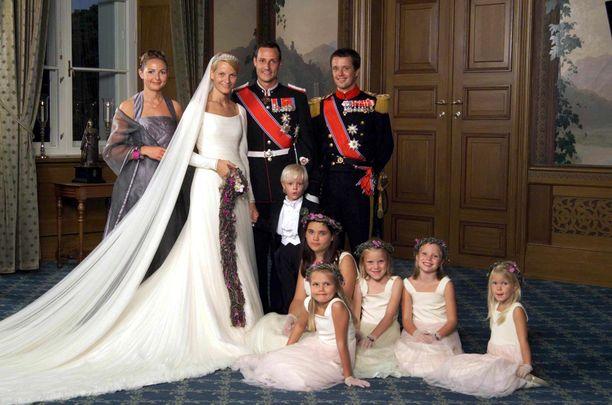 Prinssi Haakon ja Mette-Marit avoituivat 25. elokuuta 2001. Kuva: AOP