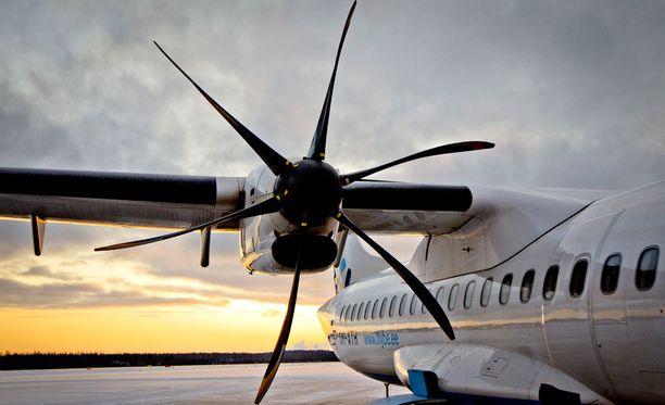 Keski-Uudenmaan pelastuslaitoksen mukaan Finnairin konetyyppi oli samanlainen kuin kuvassa näkyvä ATR-72-kone. Kuva arkistokuva.